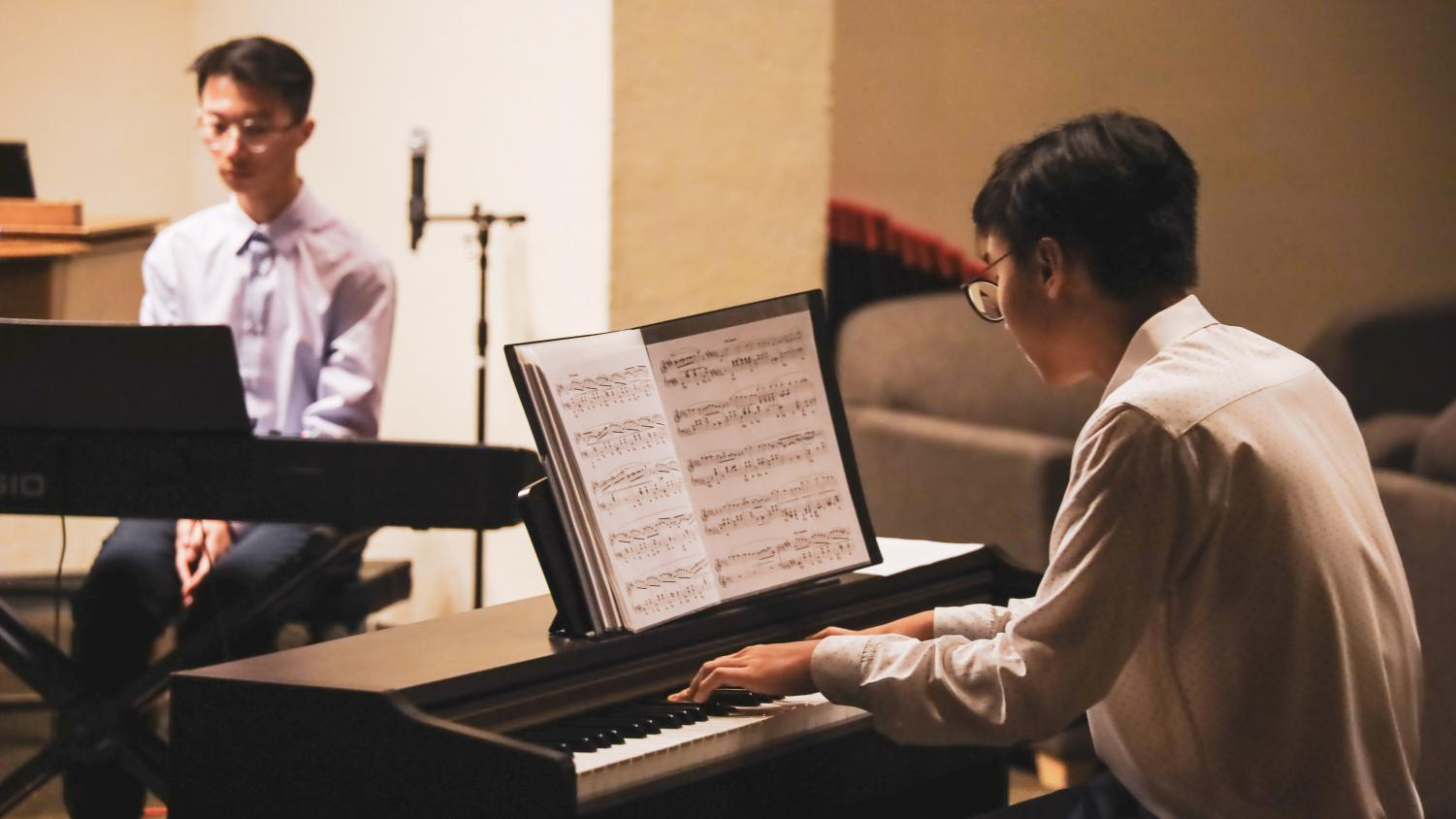 Senior Ryan Đoàn and sophomore Phillip Duan are playing a musical piece at the piano concert fundraiser. Fundraiser was held to purchase a new piano for the MacDuffie School.