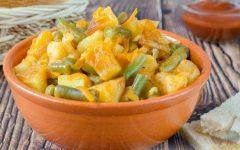 Ready potato stew with string beans in the bowl. Photo via Larisa Koshkina under the public domain.